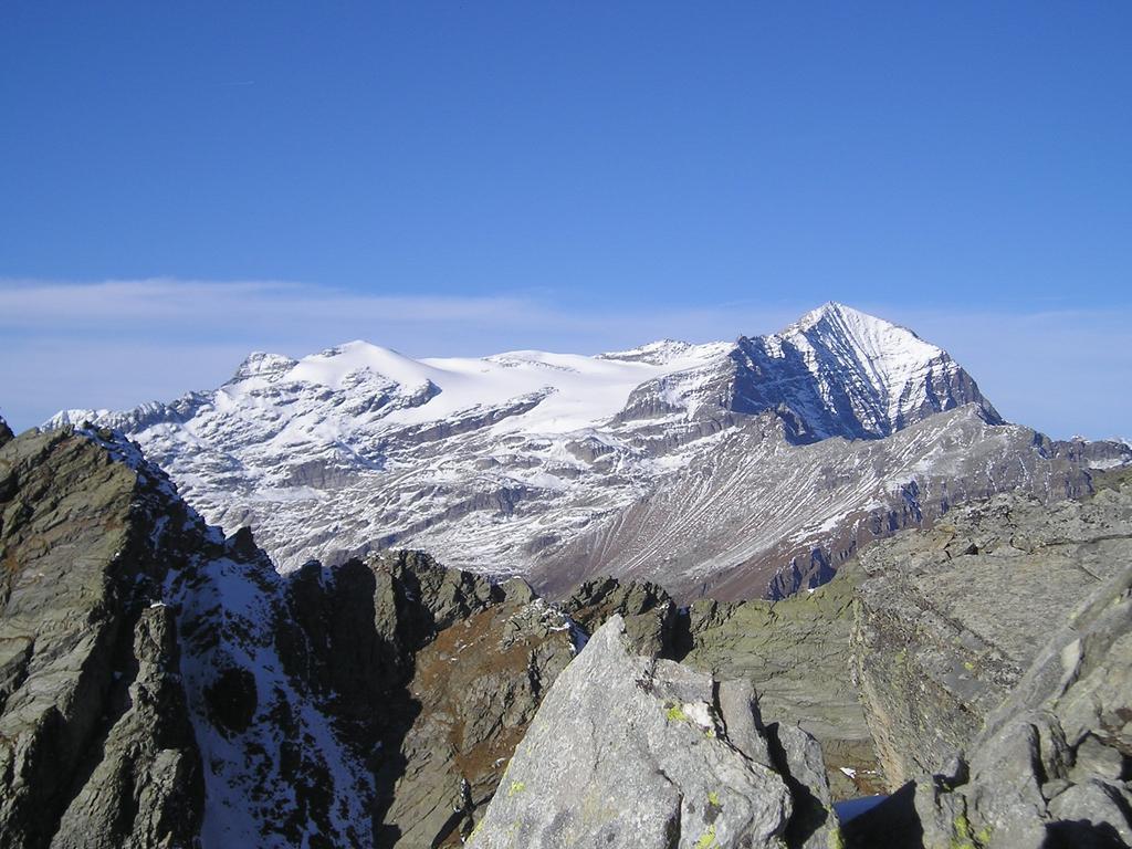 Il Monte Leone dalla vetta.
