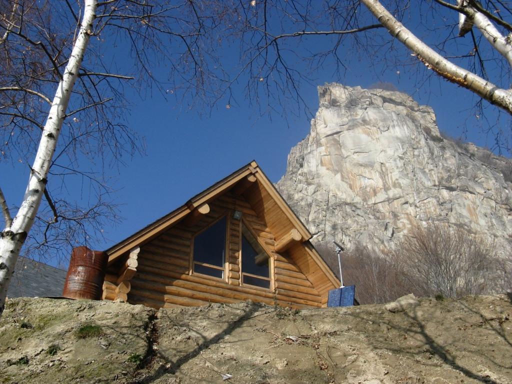 Casa Canada Rifugio Melano con la Rocca Sbarua