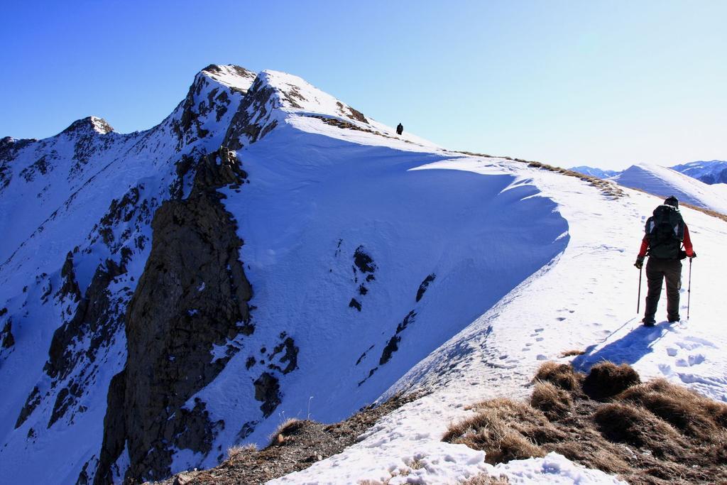 la bella cresta nevosa che porta in vetta (28-11-2009)