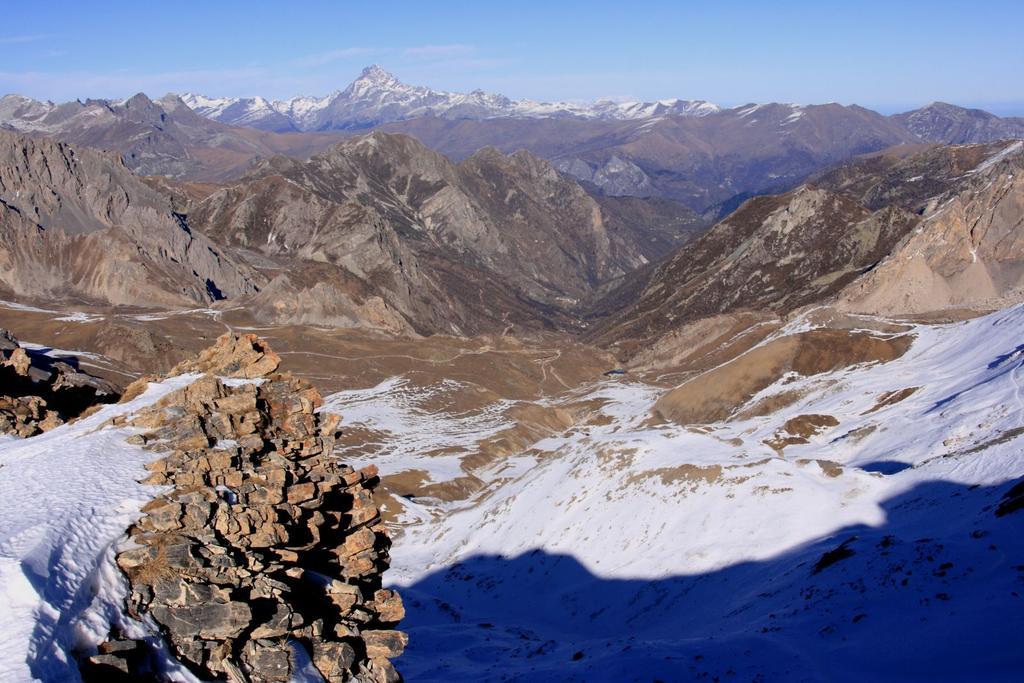 panorami dalla cima : il Vallone del Preit e la Valle Maira sullo sfondo (28-11-2009)