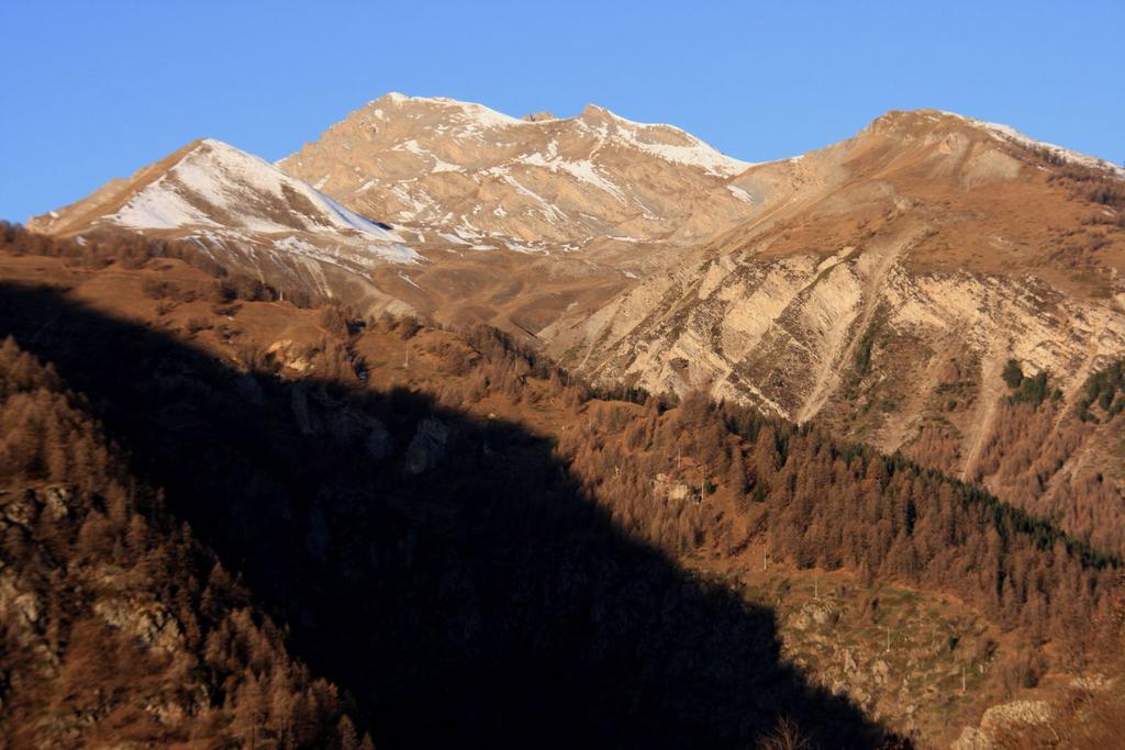 le prime luci del sole sul Monte Enciastraia da Servagno (28-11-2009)