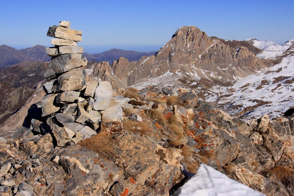 l'ometto di vetta e la Rocca la Meja (28-11-2009)