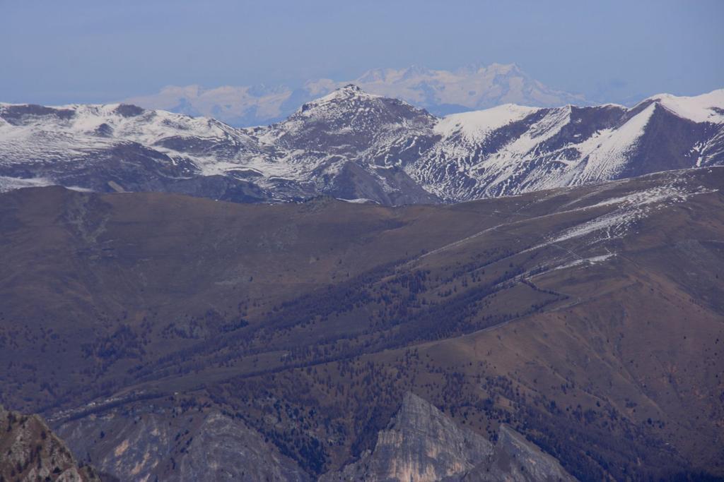 panorami dalla cima : il lontano Gruppo del Monte Rosa (28-11-2009)