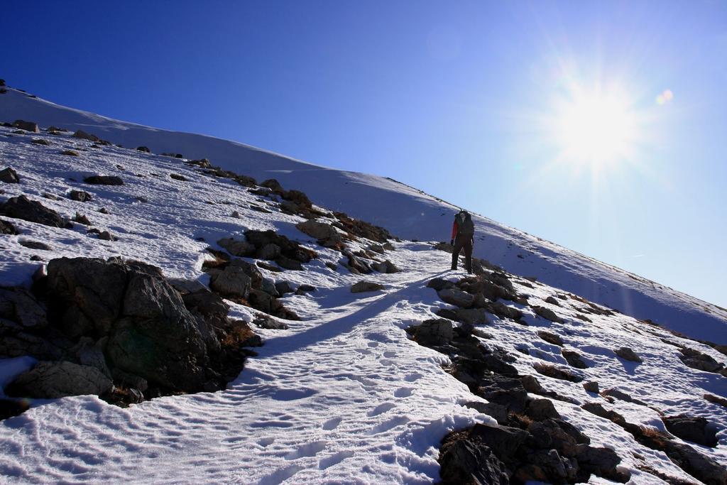 un tratto del vallone che porta al Colle Servagno innevato (28-11-2009)