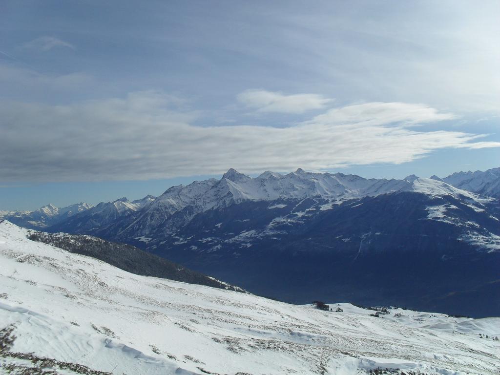 panorama  del percorso di salita con evidente carenza di neve