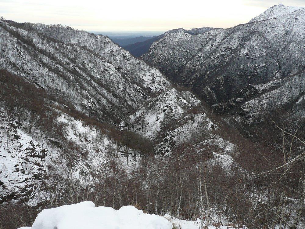 Valle strona, al centro ruderi Alpe Gavala di Sotto
