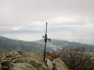 L'altra croce di vetta ed il panorama dalla cima