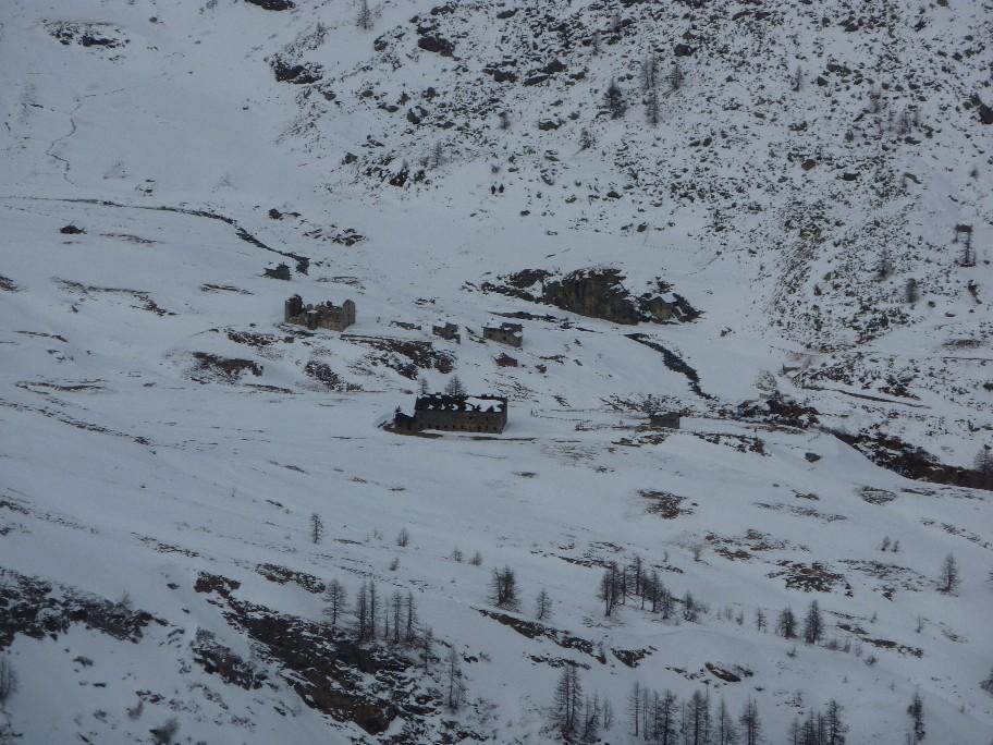 ilo versante verso il rifugio con poca neve