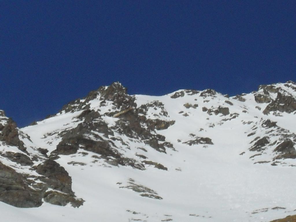 i ripidi sotto la cima dove occorrono i ramponi e la picca