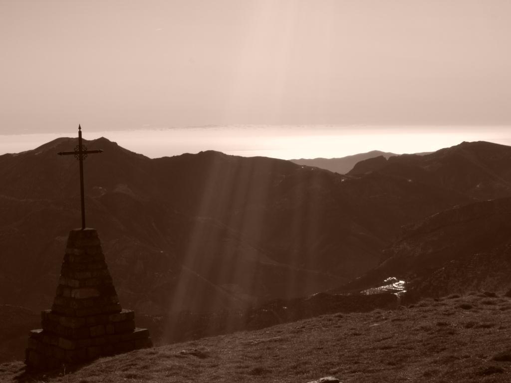 Dalla cima, il mare e la Corsica
