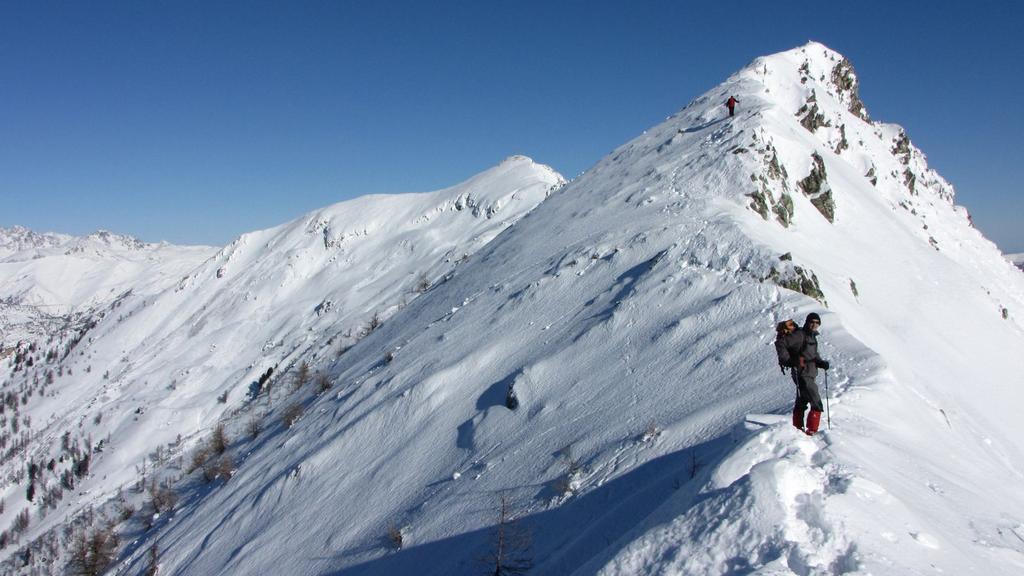 Alessandro sale verso la cima (27-12-2009)