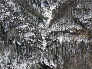 la cascata vista dalla borgata di Caldane