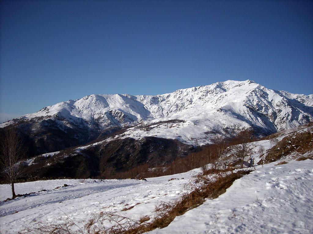 poca neve anche verso il mombarone