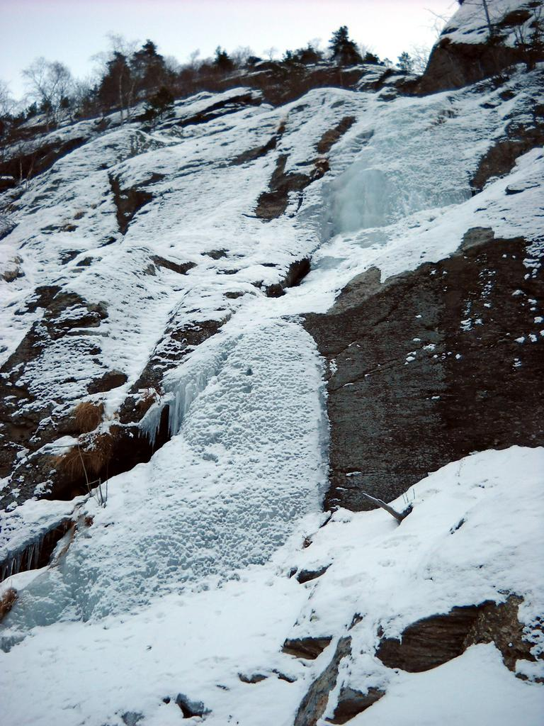 ilprimo tiro della cascata visto dalla strada