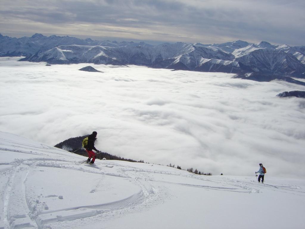 Sciando sopra il mare di nuvole