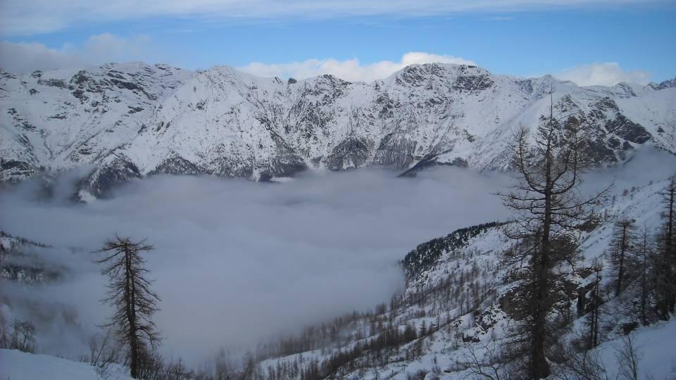 la valle nella nebbia
