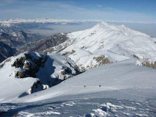 panorama dalla cima verso la cresta n/o. In basso l'imbocco del canale