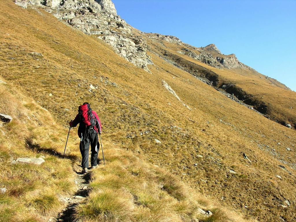 Alessandro sale verso il Col Fussì (14-10-2006)