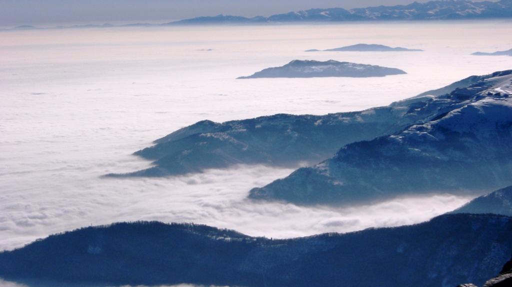 Isole nel mare di nubi.....