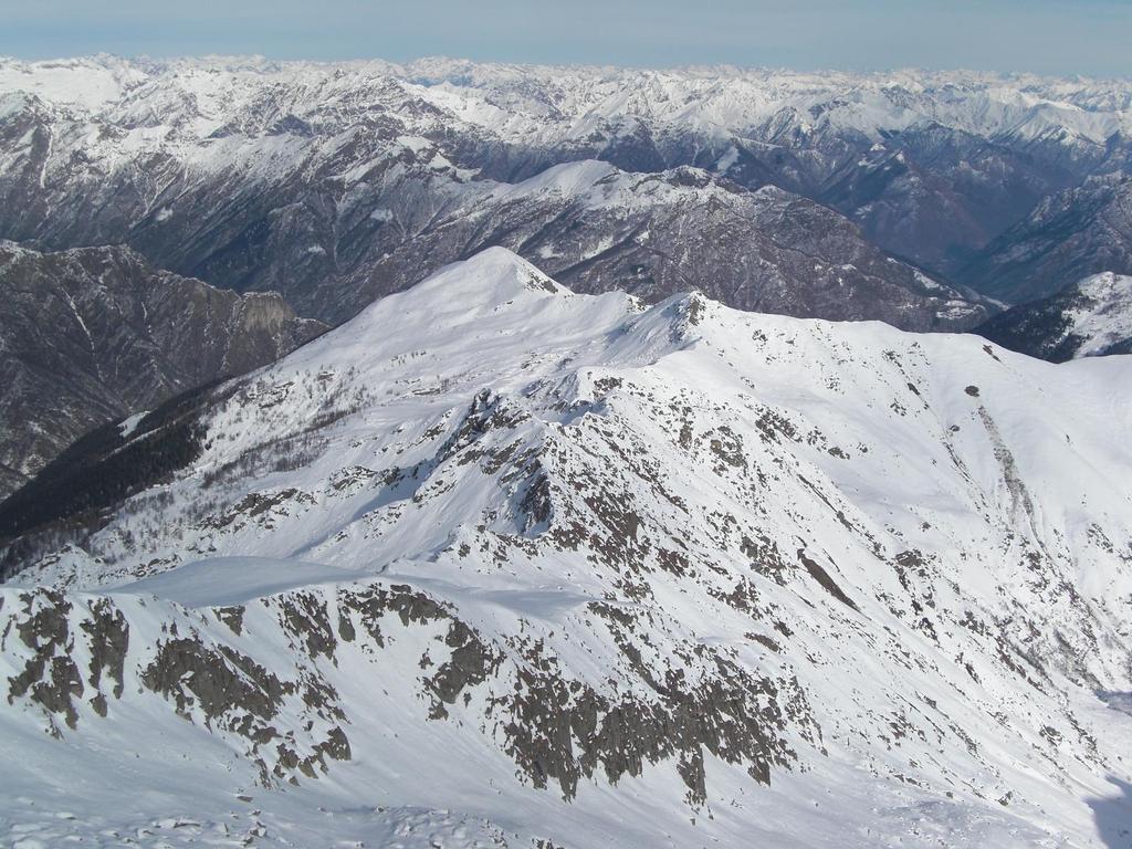 Il Bò Valsesiano visto dalla vetta del Bò Biellese