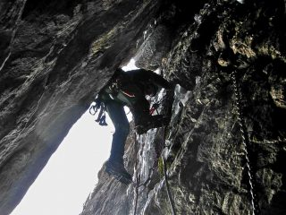 Davide sull'ultimo salto roccioso (con cavo)