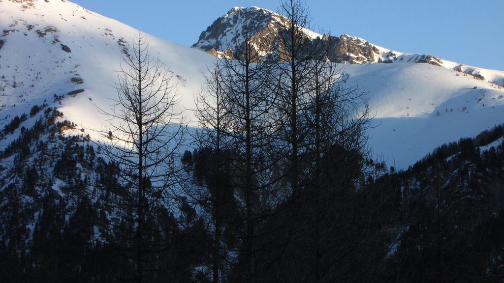 le prime luci del sole sulla Rocca dell'Abisso (31-1-2010)