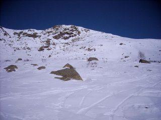 dietro l'alpe pinalba, il pendio a dx di salita e poi lungo il profilo, a sx la punta