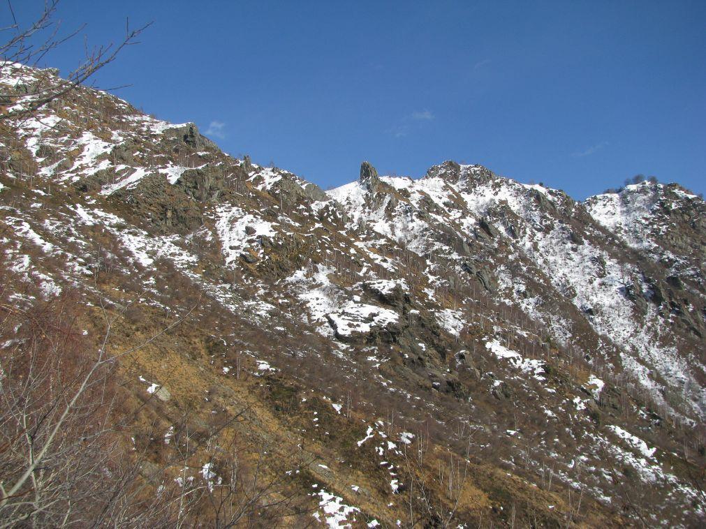 Vista del Colle Vardlà, dal sentiero di salita