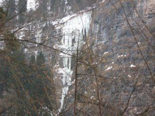 Cascata Frate Indovino vista frontalemnte dal sentiero