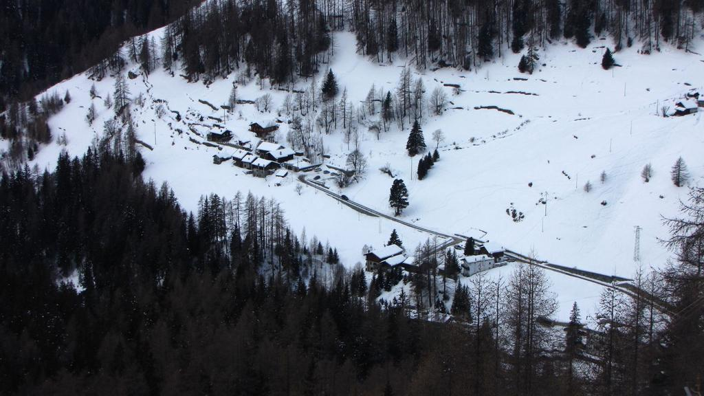 Saint Jacques vista dall'Alpe Raccard (14-2-2010)