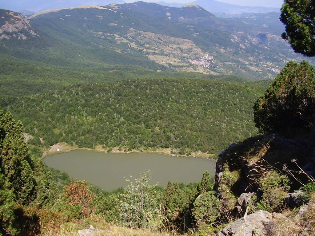 Il lago Nero, dal sentiero che porta in vetta