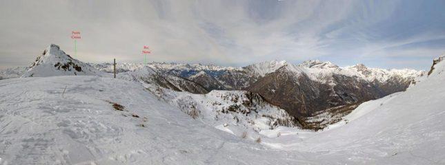 Il vallone di discesa, con la Punta cressa ed il Bec di Nona, a sinistra