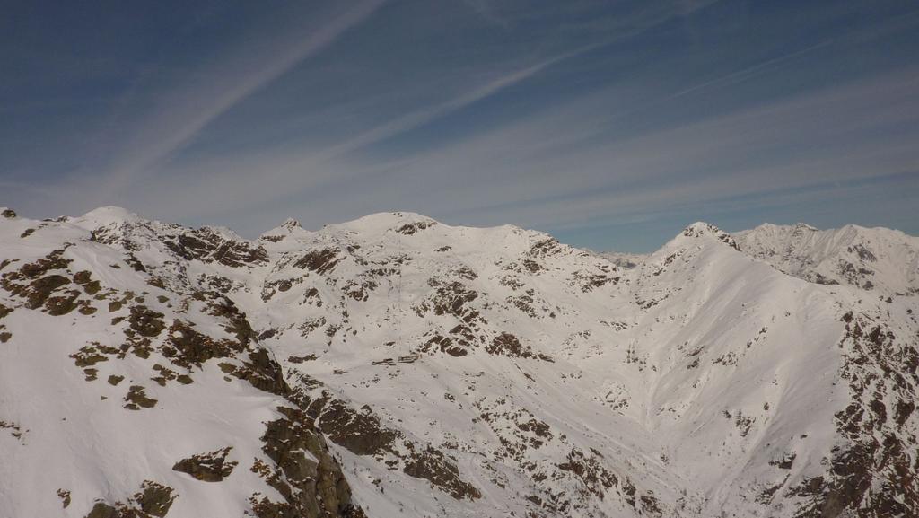Il Monte Camino, sulla destra il Monte Tovo