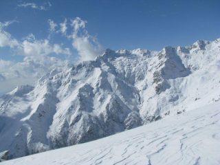 Salendo la cresta, panorama sulla alta Val Savenca
