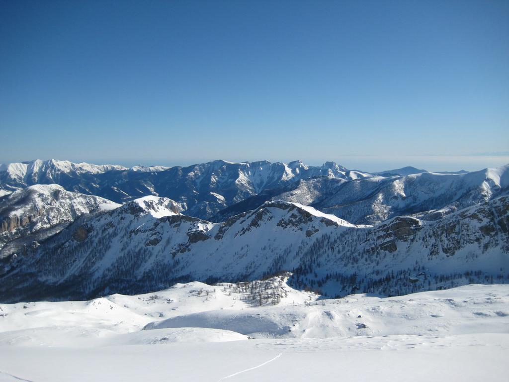 La Rocca Rossa vista dalla cima del M. Santa Maria (a sx del centro foto)