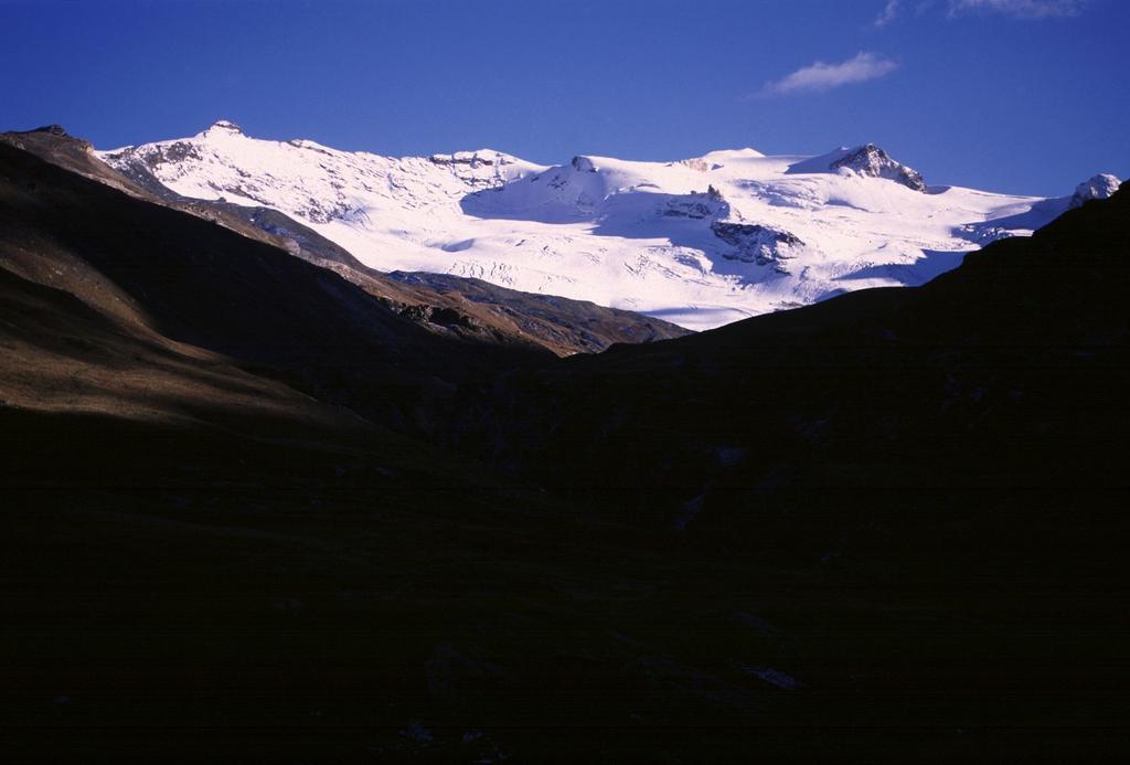la Punta Galisia vista dal Rifugio Benevolo (28-9-2002)