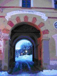 Di fronte all'ingresso della Certosa c'è una buona fontana con acqua  durezza 7,5, nitrati 5 mgl