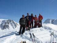 Il gruppo sulla cima di fronte a Punta Lance