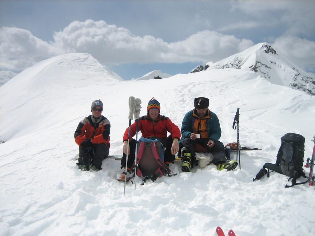 Sulla cima della Val Bondone, Donata, io e Marco. Foto  Camillo.