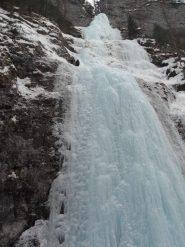 La cascata dal basso