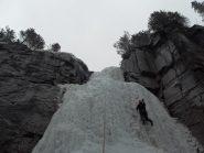 Charlie e Luca sulla prima cascata