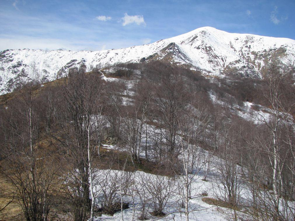 Panorama sulla dorsale che sale al Monte Soglio