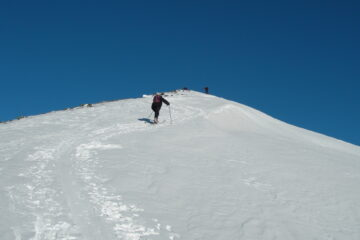 Sulla dorsale   I   Sur la crête   I   On the ridge   I   Auf dem Rücken   I   En la dorsal