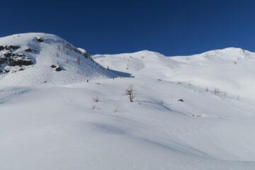 Gli ampi pendii di salita   I   Les vastes pentes de la montée   I   The wide ascent slopes   I   Die weiten Hänge des Aufstiegs   I   Las amplias pendientes de subida