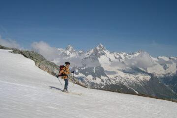 Sullo sfondo il Dolent   I   Le Mont Dolent en toile du fond   I   The Dolent in the background   I   Im Hintergrund der Dolent   I   Al fondo el Dolent