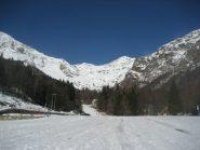 aprtenza dal parcheggio di Oropa, al cospetto del monte Camino