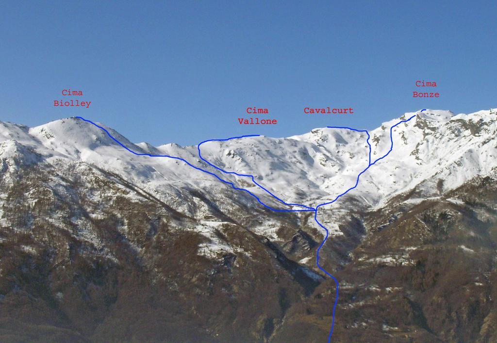 Itinerari vallone Scalaro visti dalla Colma di Mombarone nel 2009