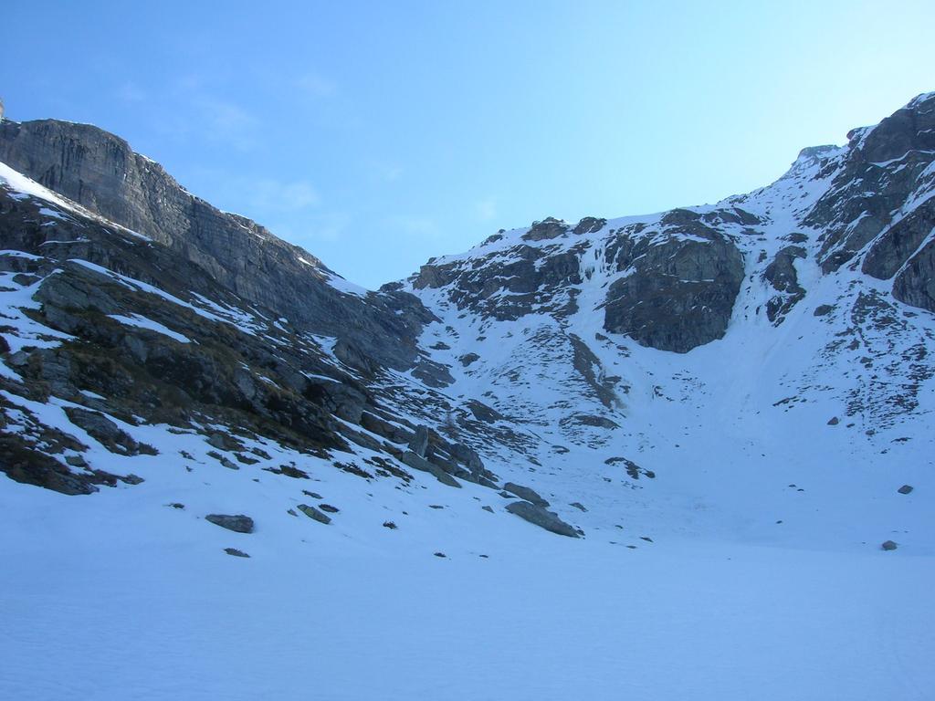Il canale che cnduce all'Alpe Lezan