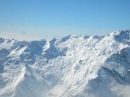 Il grandioso vallone di Ribordone e il Giavino sulla destra, visto dalla cima del Vaillet