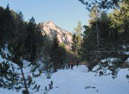 Neve nella gola a 1419m, con il Roc Gay sullo sfondo